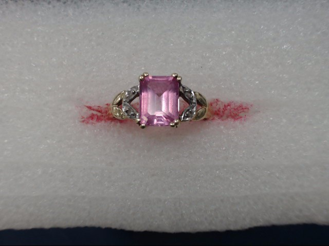 Pink Stone Lady's Stone Ring 10K Yellow Gold 1.54dwt