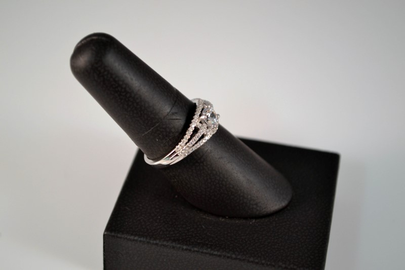 White Stone Lady's Silver & Stone Ring 925 Silver 2.8g Size:8