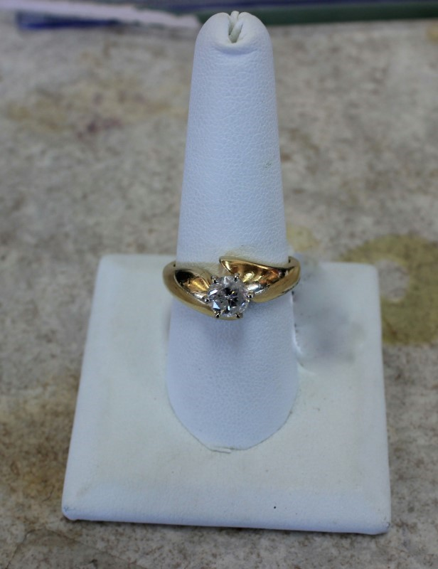 Lady's Diamond Solitaire Ring 1.00 CT. 14K Yellow Gold 5.4g