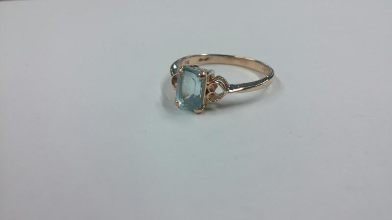 Aquamarine Lady's Stone Ring 10K Yellow Gold Size:7.5