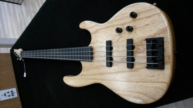 CARVIN Bass Guitar BK40