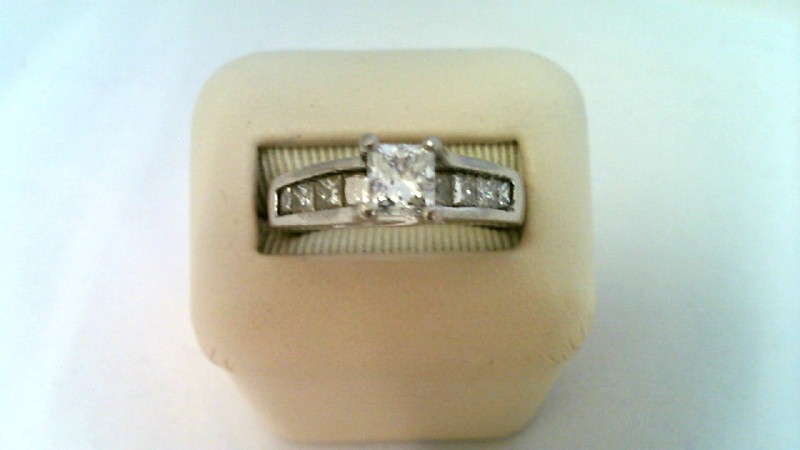 LADY'S PLATINUM DIAMOND FASHION RING