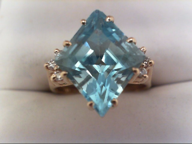 Lady's Diamond Fashion Ring 6 Diamonds 0.12 Carat T.W. 14K Yellow Gold 4.9g