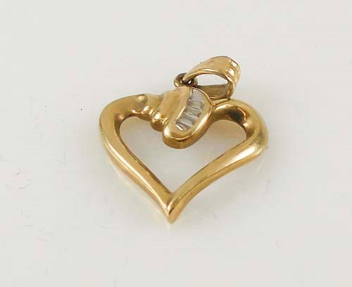 Gold-Multi-Diamond Pendant 4 Diamonds 0.04 Carat T.W. 10K Yellow Gold 1.6g