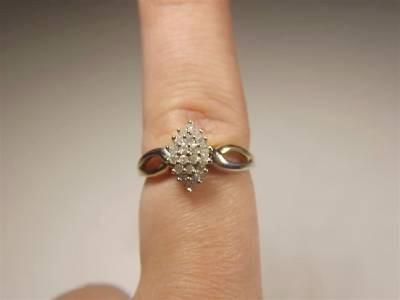Lady's Diamond Cluster Ring 20 Diamonds 0.2 Carat T.W. 10K Yellow Gold 2.58g Siz