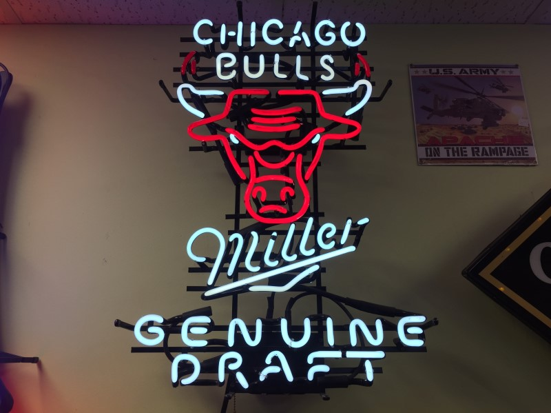 MILLER GENUIN DRAFT  BULLS/ MILLER NEON SIGN