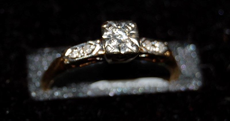 14K Yellow Gold Lady's Diamond Engagment Ring 1.8G 0.13CTW Size 6.75