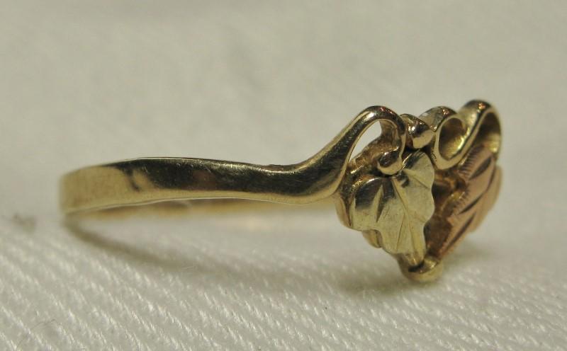 Landstrom's Black Hills Gold Ring 10K Tri-color Gold 0.9dwt Size:6.5