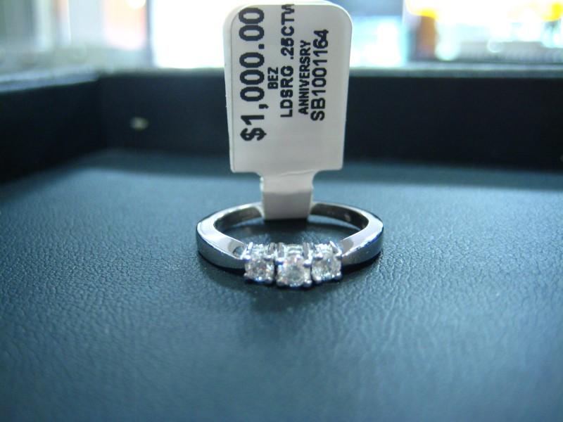 Lady's Gold Ring 14K White Gold 2g