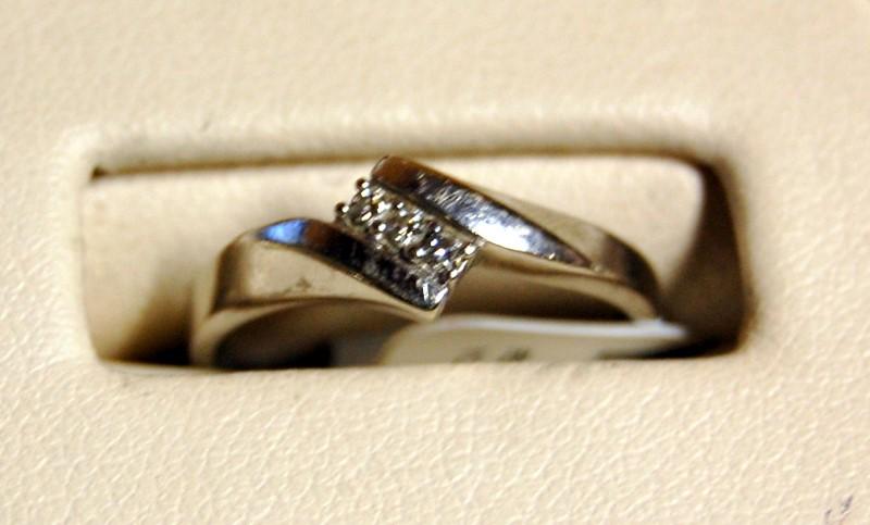 10K White Gold Lady's Diamond Fashion Ring 1.9G 0.09CTW Size 5.5