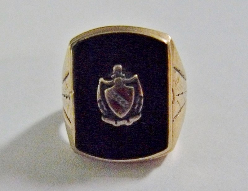 Black Onyx Gent's Ring w/Sheild or Crest 10K Yellow Gold 6.9dwt, Sz 8