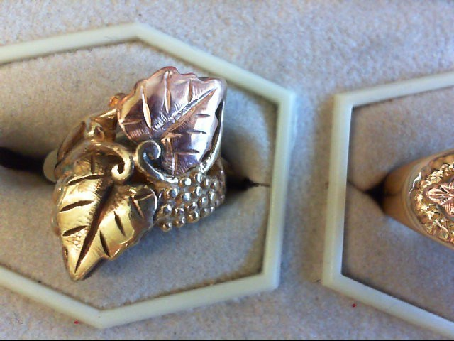 Lady's Gold Ring 10K 2 Tone Gold 3.6g Size:5.5