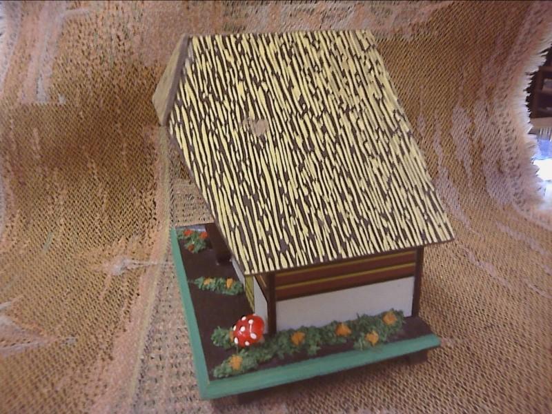 SWISS CHALLET STYLE MUSIC BOX JEWELRY/TRINKET BOX