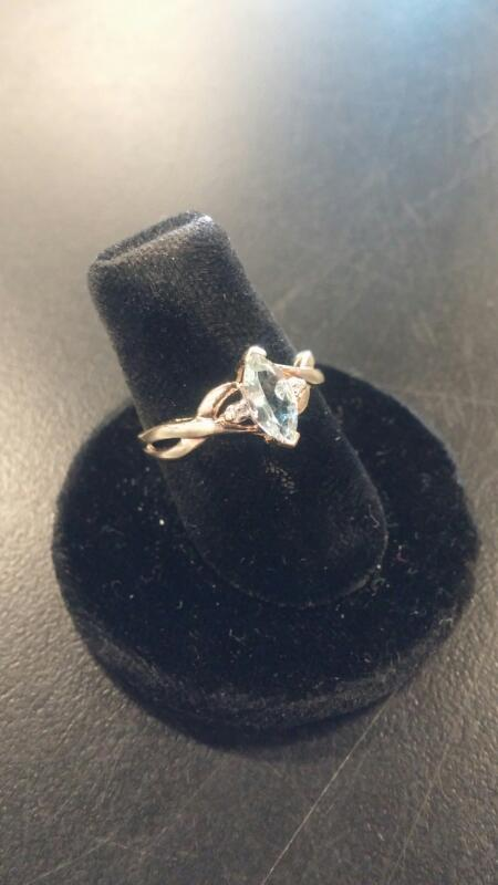 LDS 10KT Lady's Gold Ring AQUAMARINE 10K Yellow Gold 0.9dwt Size:4