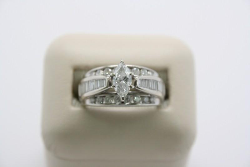 LADY'S ENGAGEMENT DIAMOND RING 14K WHITE GOLD