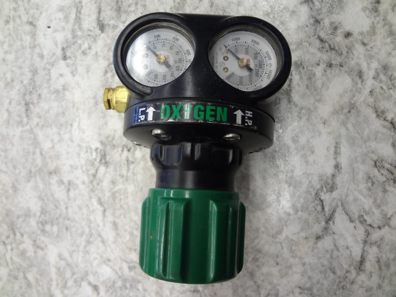 VICTOR ESS4 OXYGEN REGULATOR