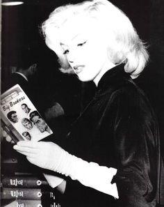 MARILYN MONROE Photograph BIG BROKERS READING A BOOK PHOTO