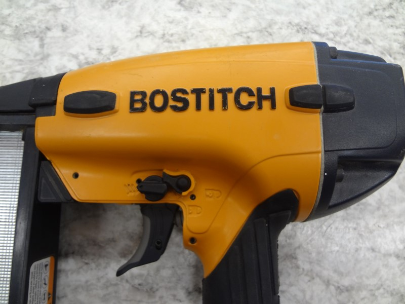 BOSTITCH FN1664 16GA 2-1/2 IN. STRAIGHT NAILER WITH CASE AND NAILS