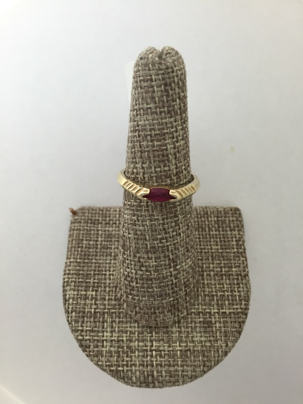 Ruby Lady's Stone Ring 14K Yellow Gold 1.95g