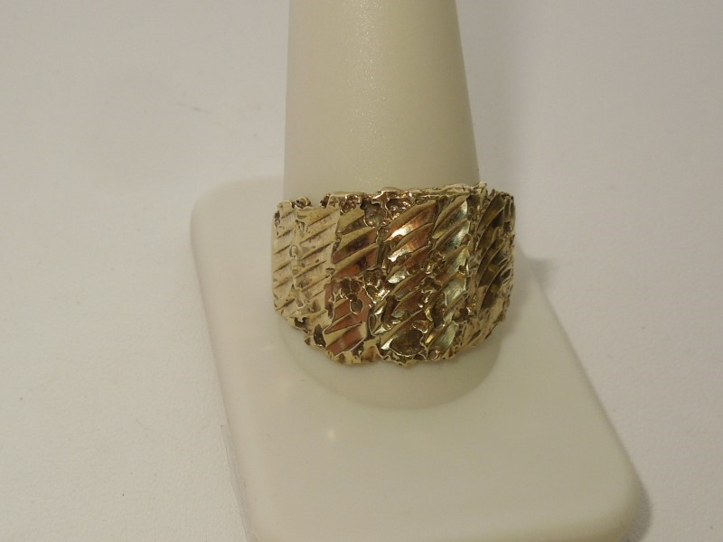 Lady's Gold Ring 10K Yellow Gold 4.9g