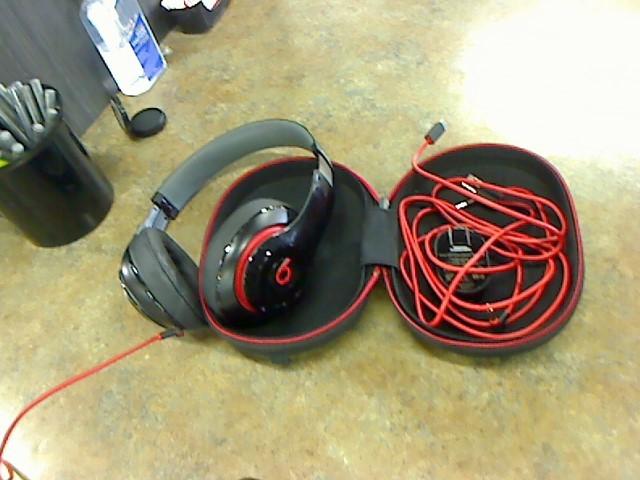 BEATS AUDIO Headphones B0500