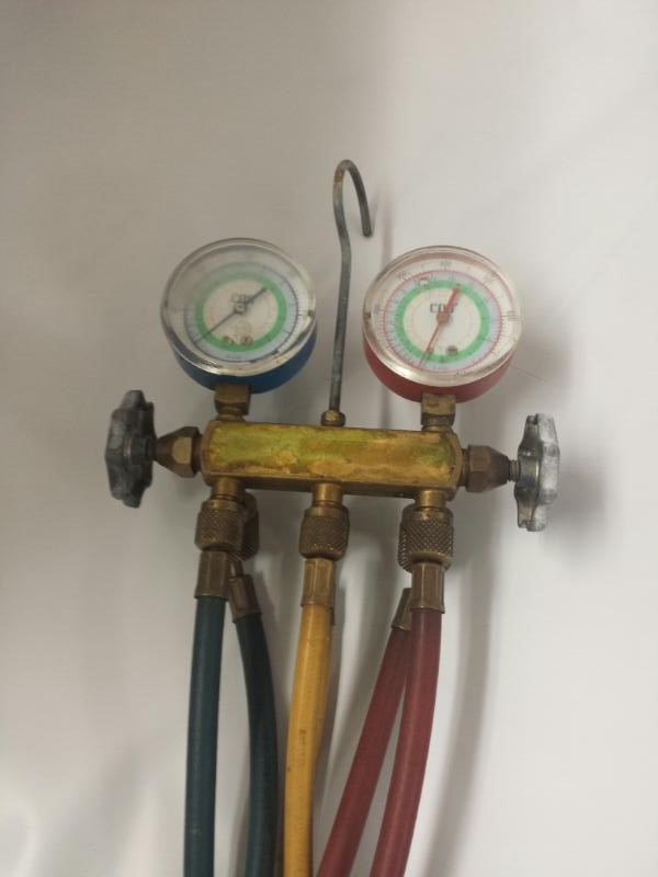 YELLOW JACKET AIR CONDITIONING GAUGES AND HOSESTool R-410A
