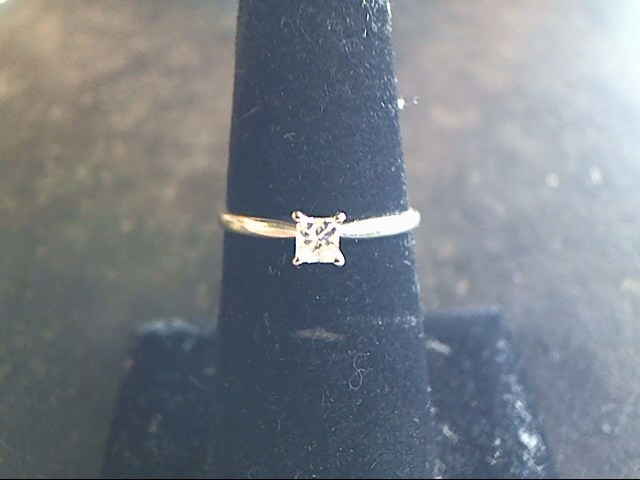 Lady's Diamond Engagement Ring .13 CT. 10K White Gold 1.1dwt