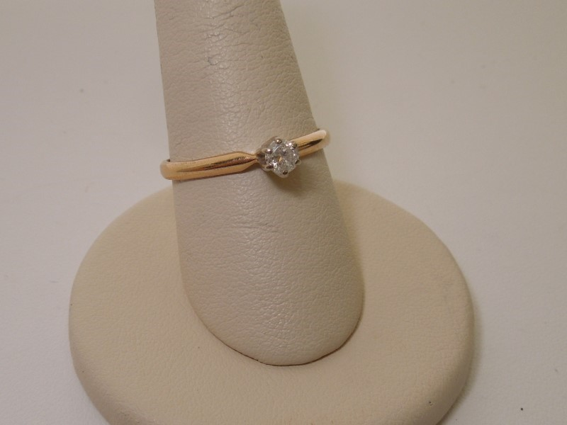 Lady's Diamond Solitaire Ring .10 CT. 14K Yellow Gold 2.1g