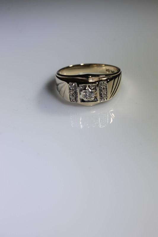 Gent's Diamond Fashion Ring 7 Diamonds .18 Carat T.W. 10K Yellow Gold 3.73g