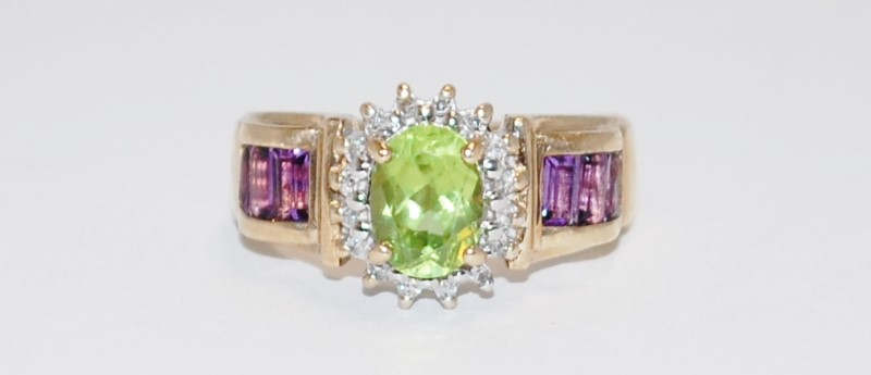 Synthetic Peridot Lady's Stone & Diamond Ring 16 Diamonds .16 Carat T.W.