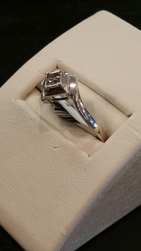 Lady's Silver-Diamond Ring 4 Diamonds .20 Carat T.W. 925 Silver 0.9dwt