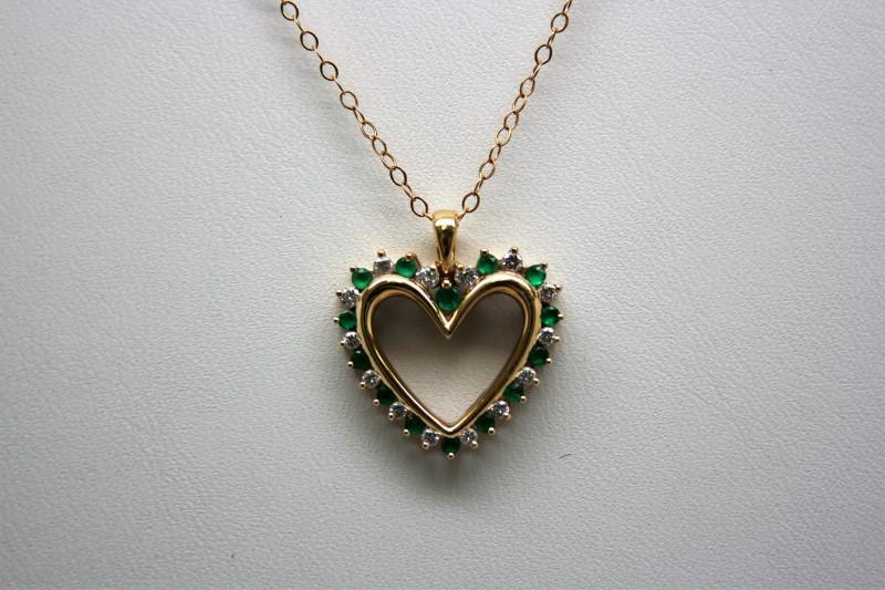 EMERALD & DIAMOND HEART PENDANT 14K YELLOW GOLD