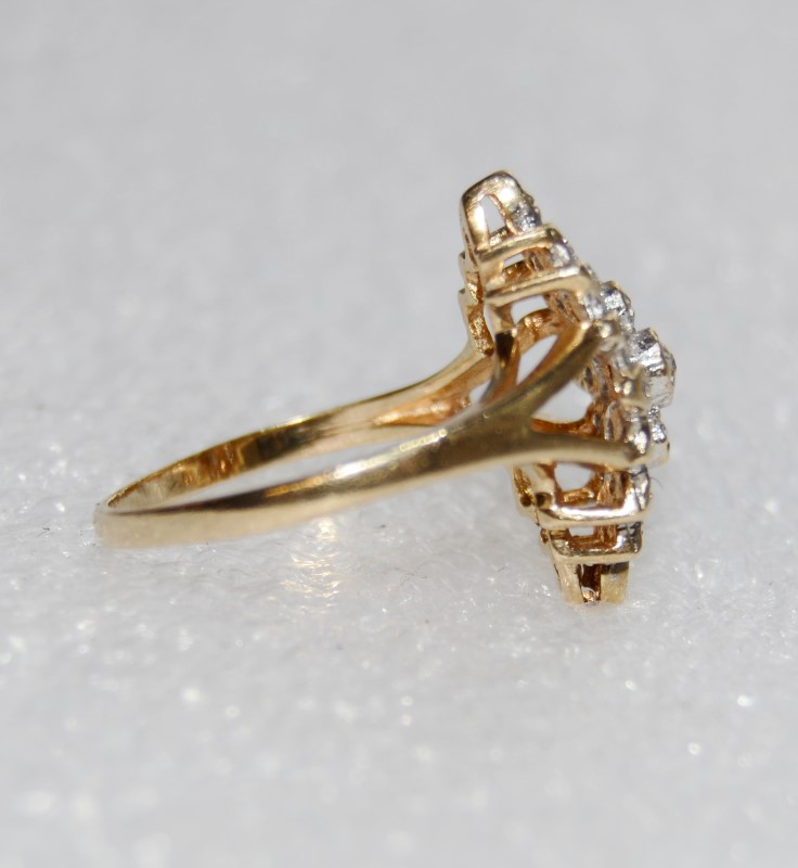 10K Yellow Gold Split Shank Diamond Cluster Accent Ring Size 6