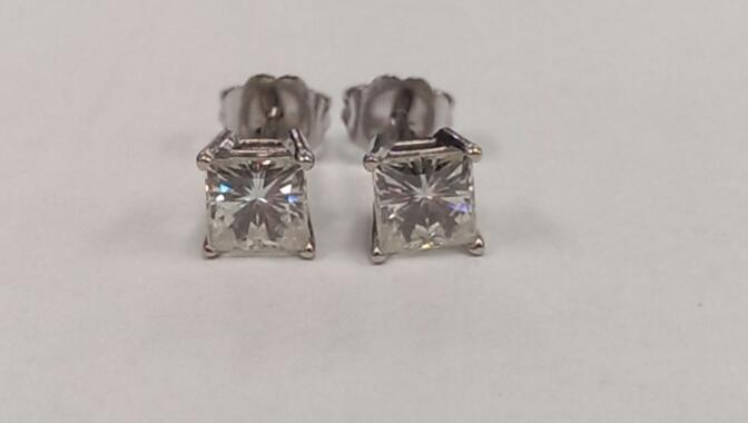 White Stone Gold-Stone Earrings 10K White Gold 1.3g