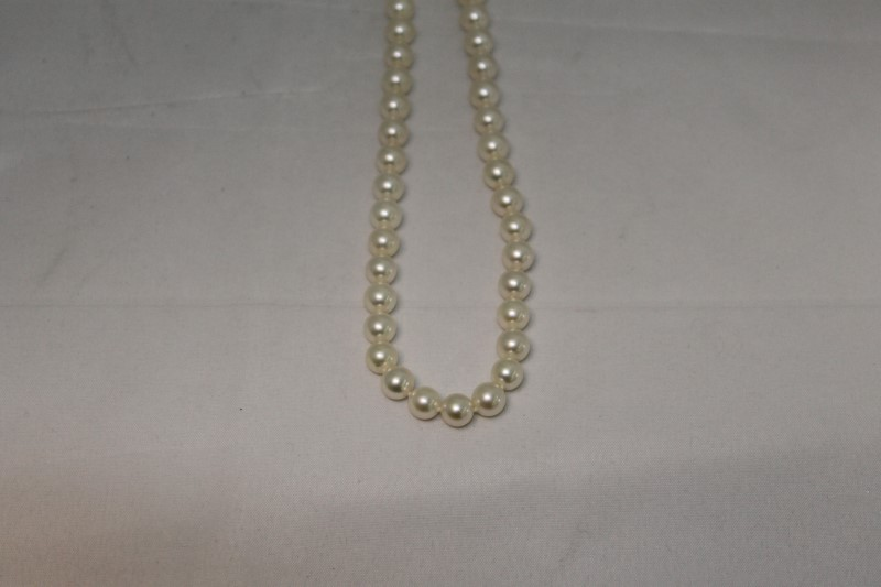 Beautiful 6.5m White Pearl Strand Yellow Gold Necklace