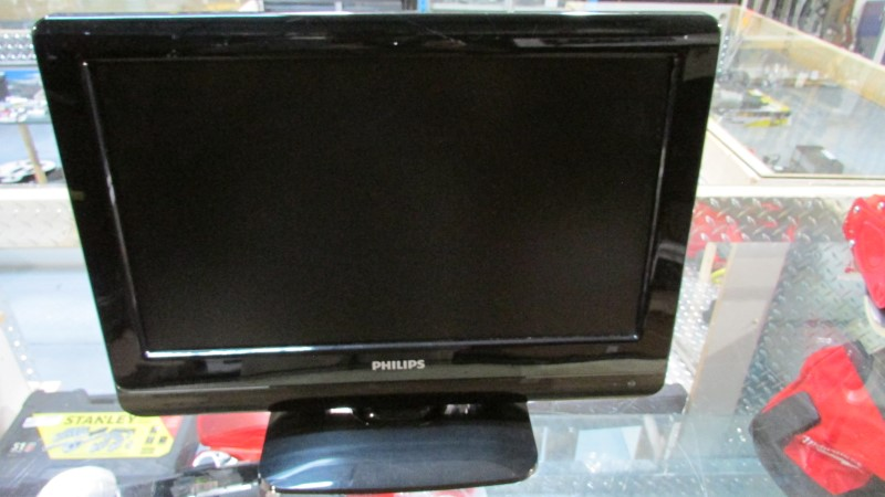 PHILIPS Flat Panel Television 19PFL3504D