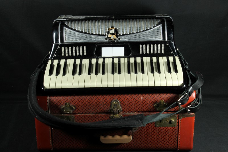 Castiglione Detroit Piano Accordion Black w/ Hard Case