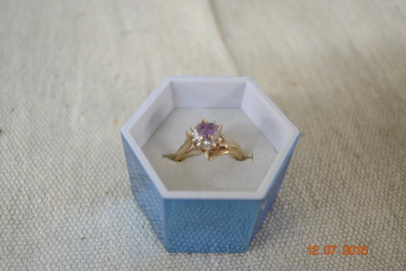 Purple Stone Lady's Stone Ring 10K Yellow Gold 2.7g