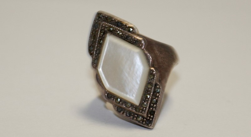 White Stone Silver Ring 925 Silver 7.68g