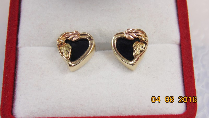 BLACK HILLS GOLD  WITH ONYX EARRINGS 10K 1.8G