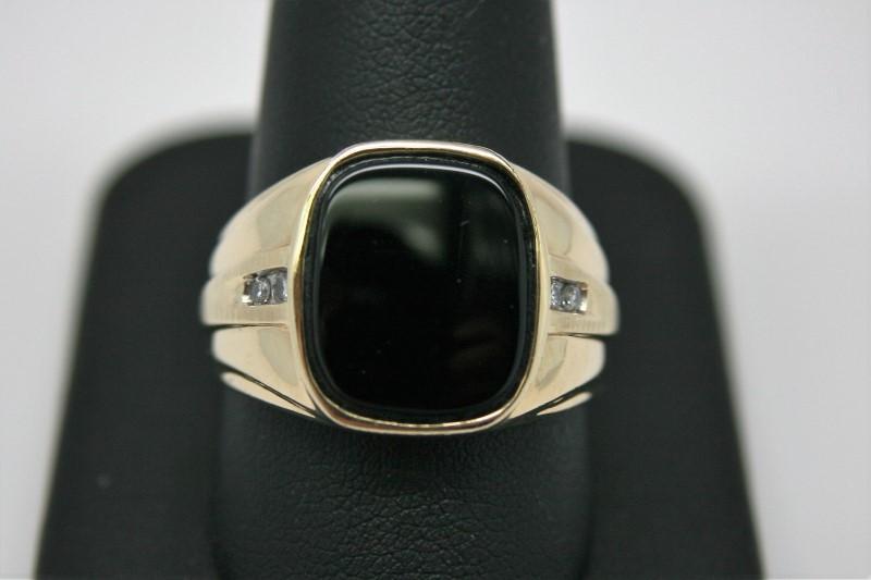 GENT'S ONYX W/ DIAMOND RING 10K YELLOW GOLD