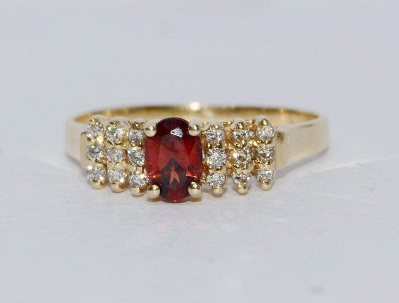14K Yellow Gold Oval Garnet & Diamond Cluster Ring Size 7