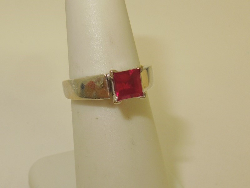 Synthetic Ruby Lady's Stone Ring 14K White Gold 4.1g