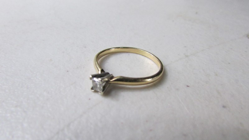 Lady's Diamond Solitaire Ring .20 CT. 14K Yellow Gold 2.05g Size:8
