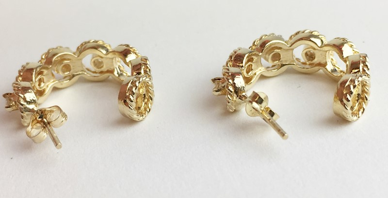 14KT YELLOW GOLD DIAMOND HALF HOOP EARRINGS APX .32CTW