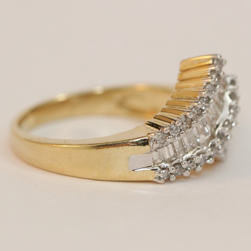 Unique Crossing 14K Yellow Gold & Diamond Ring Size 9.25