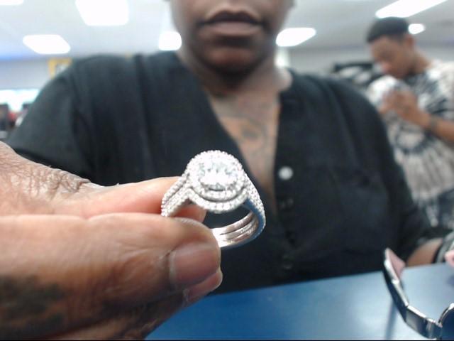 Lady's Diamond Solitaire Ring 2 Diamonds 1.01 Carat T.W. 14K White Gold 3.85dwt
