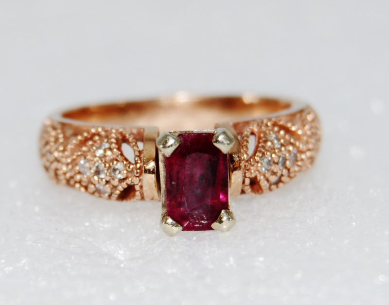 14K Rose Gold Emerald Cut Ruby & Diamond Detailed Ring size 8