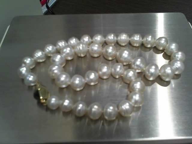 "18"" Pearl Stone Necklace 69.5g"