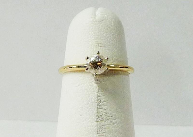 Lady's Diamond Engagement Ring .40 CT. 14K Yellow Gold 0.89dwt